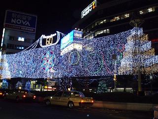 吉祥寺の駅前のライトアップ風景