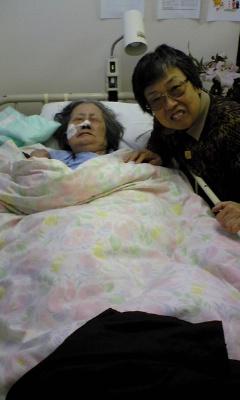 母と共に記念撮影