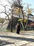 小倉城の背にして、私一人の写真
