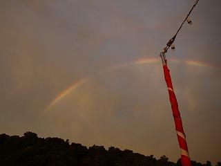 旭が雲に反射してきれいな虹ができた