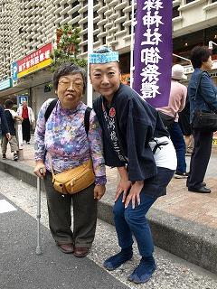烏森神社のにお祭りで、大井手さんと私