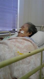 母の安らかな寝顔