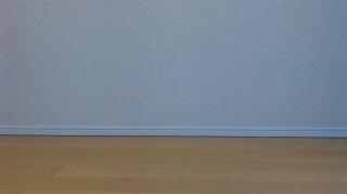 白い壁と何もおいていない床