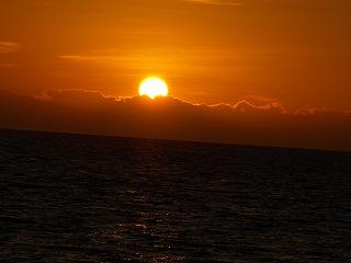 太陽が完全に昇って