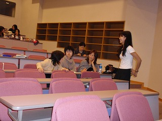 南口さんとその授業を聞きに来た3人の卒業生たち