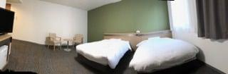 広い部屋をパノラマ写真で撮影